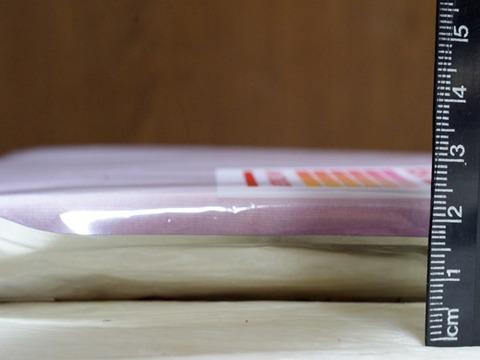 ヒートテックエクストラウォームのパッケージ状態での厚み