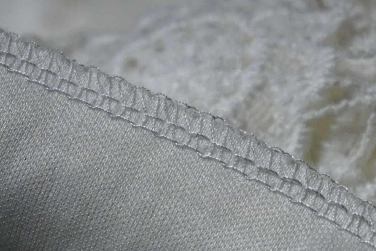 【fifth】縫製:裾のまつり縫いのクローズアップ