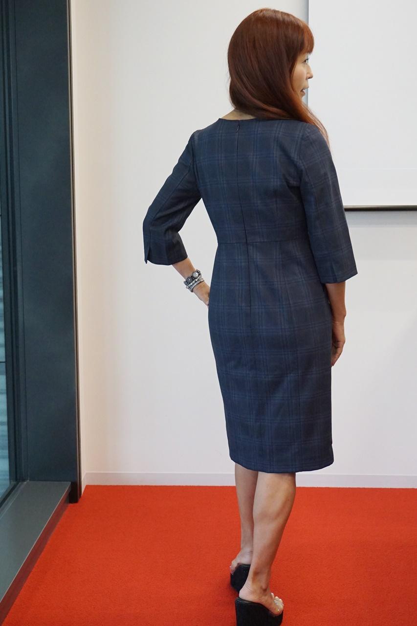 ランズエンド美型シルエット スムーズストレッチ・ドレス 着用 背面