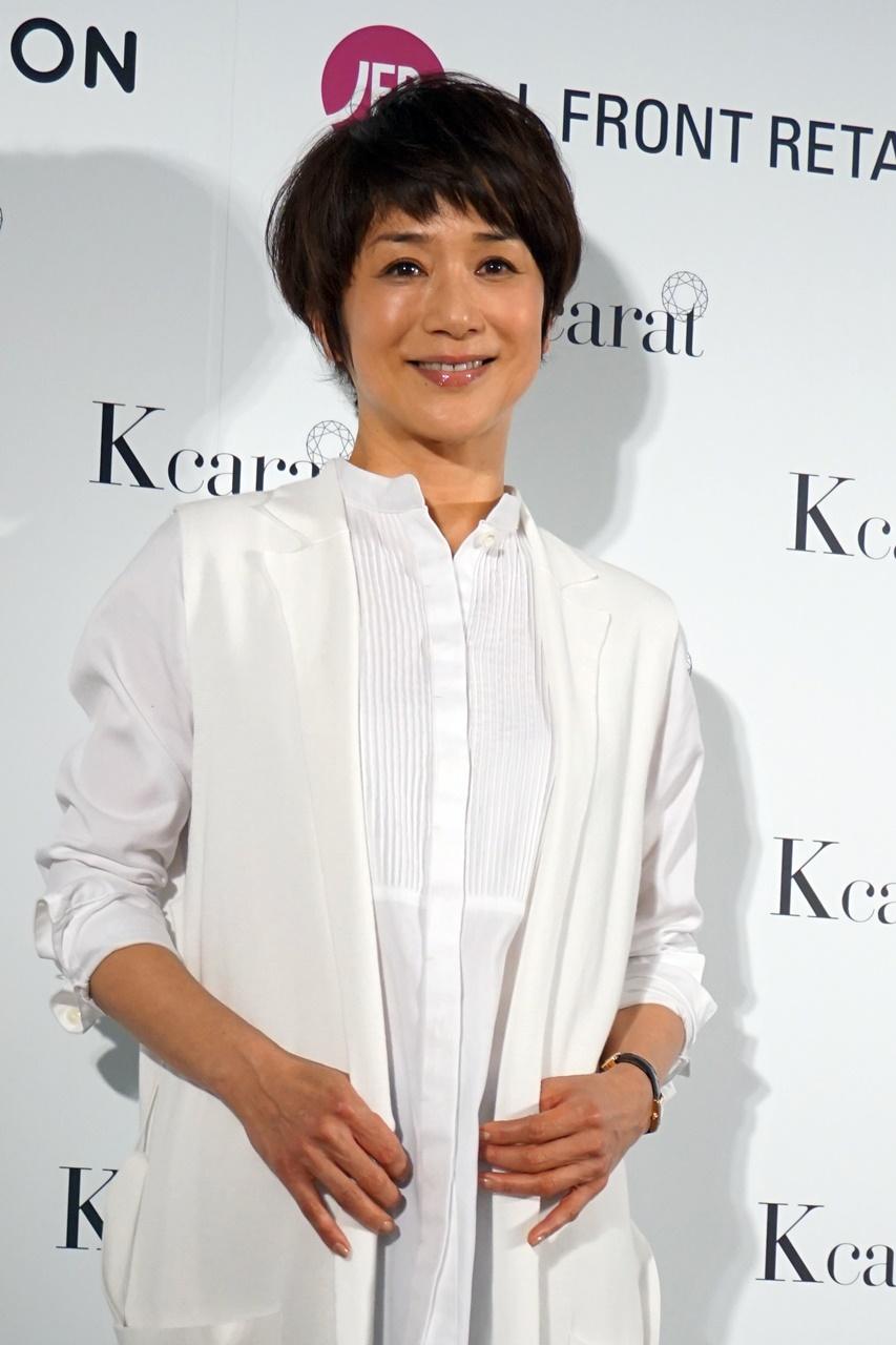 黒田知永子さん ピンタックシャツ