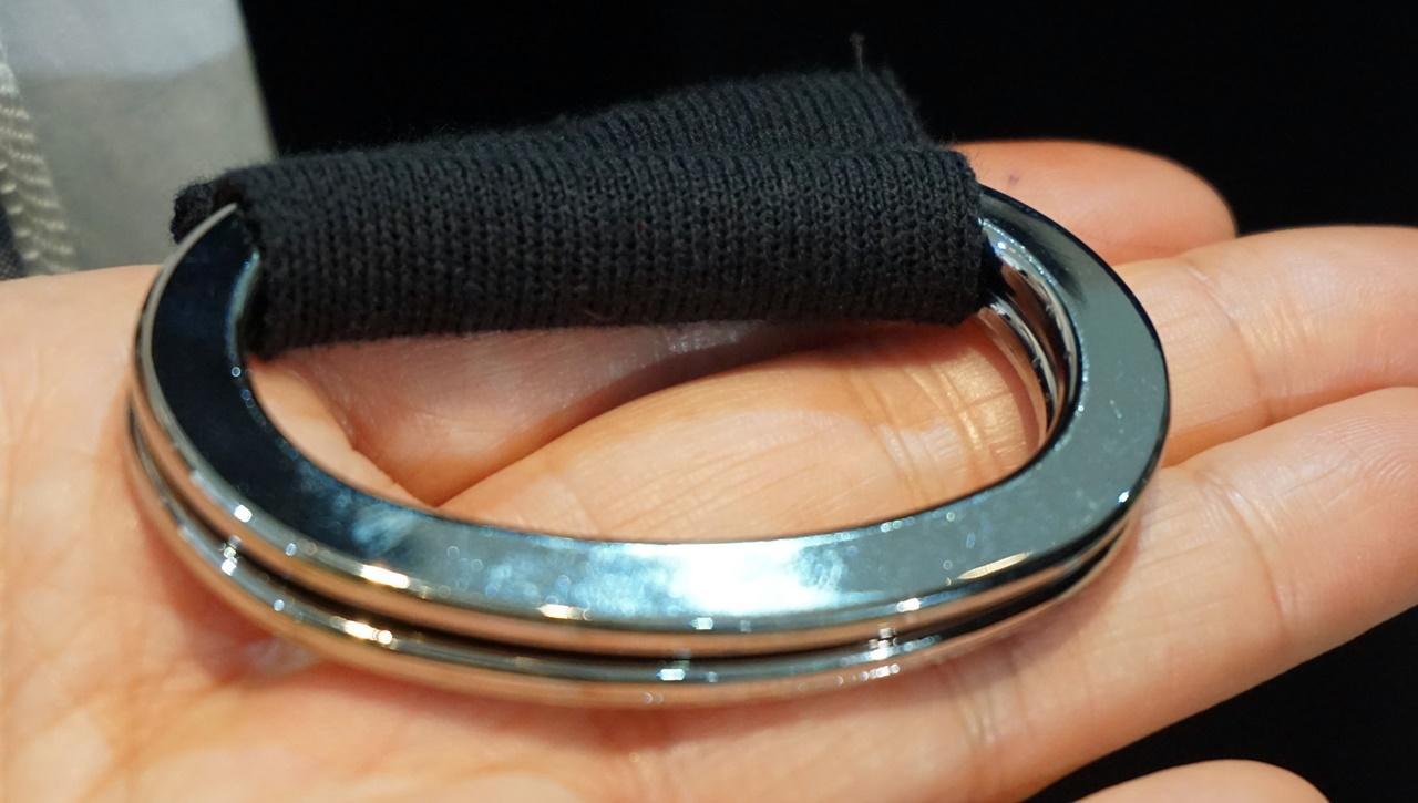 Kcarat ニットジレのベルトの金具