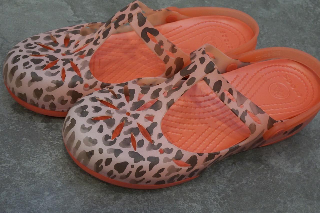 crocs carlie leopard fade clog w クロックス カーリー レオパード フェイド クロッグ ウィメン