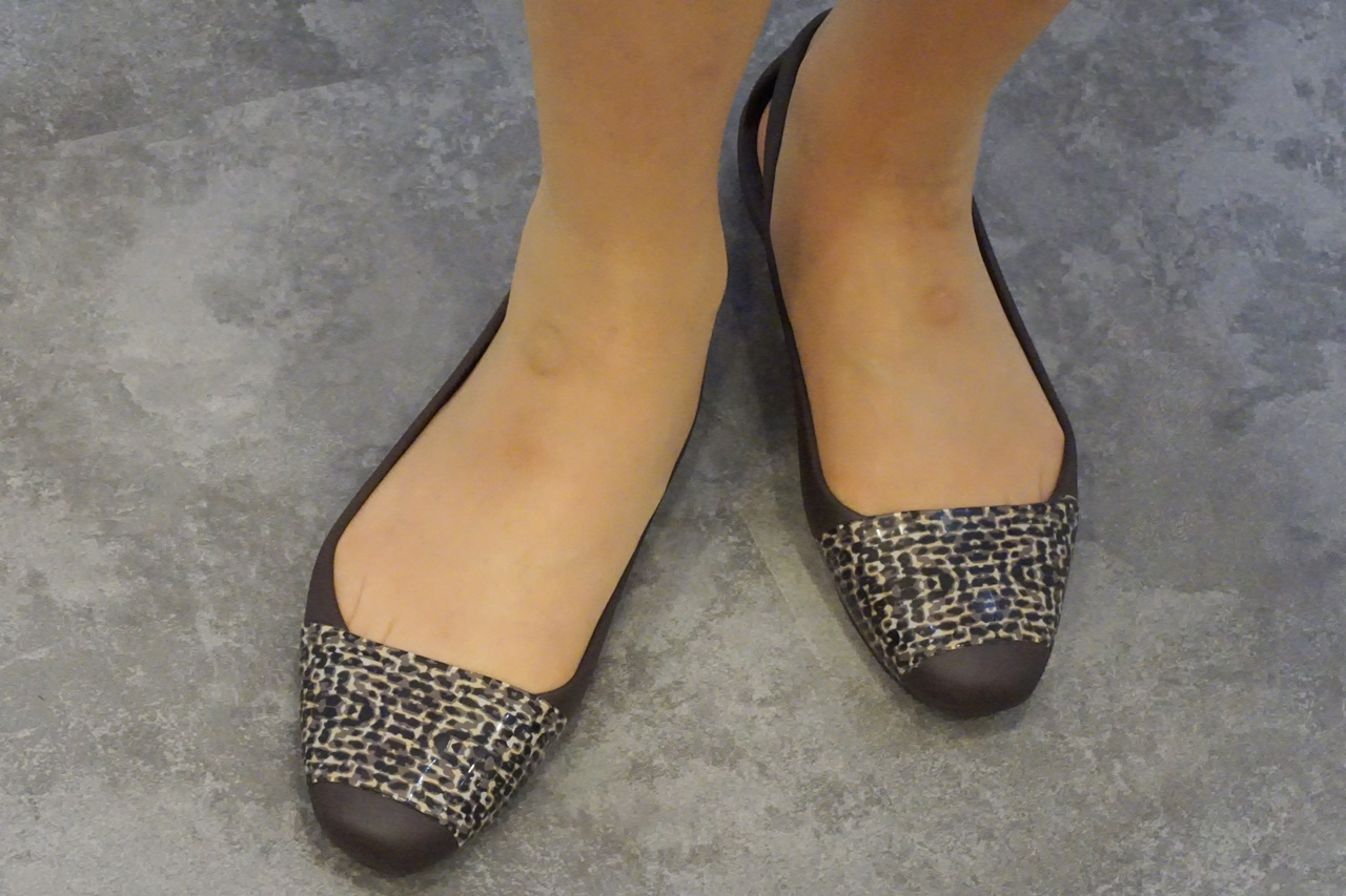 crocs sienna leopard shiny flat w クロックス シエンナ レオパード シャイニー フラット ウィメン