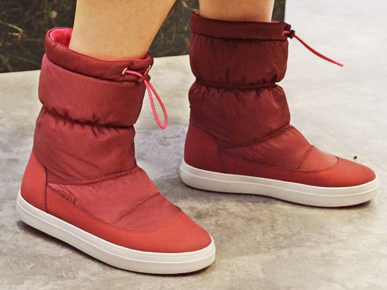 【Crocs(クロックス)】Women's LodgePoint Shiny Pull-on Boot ロッジポイント シャイニー プルオン ウィメン
