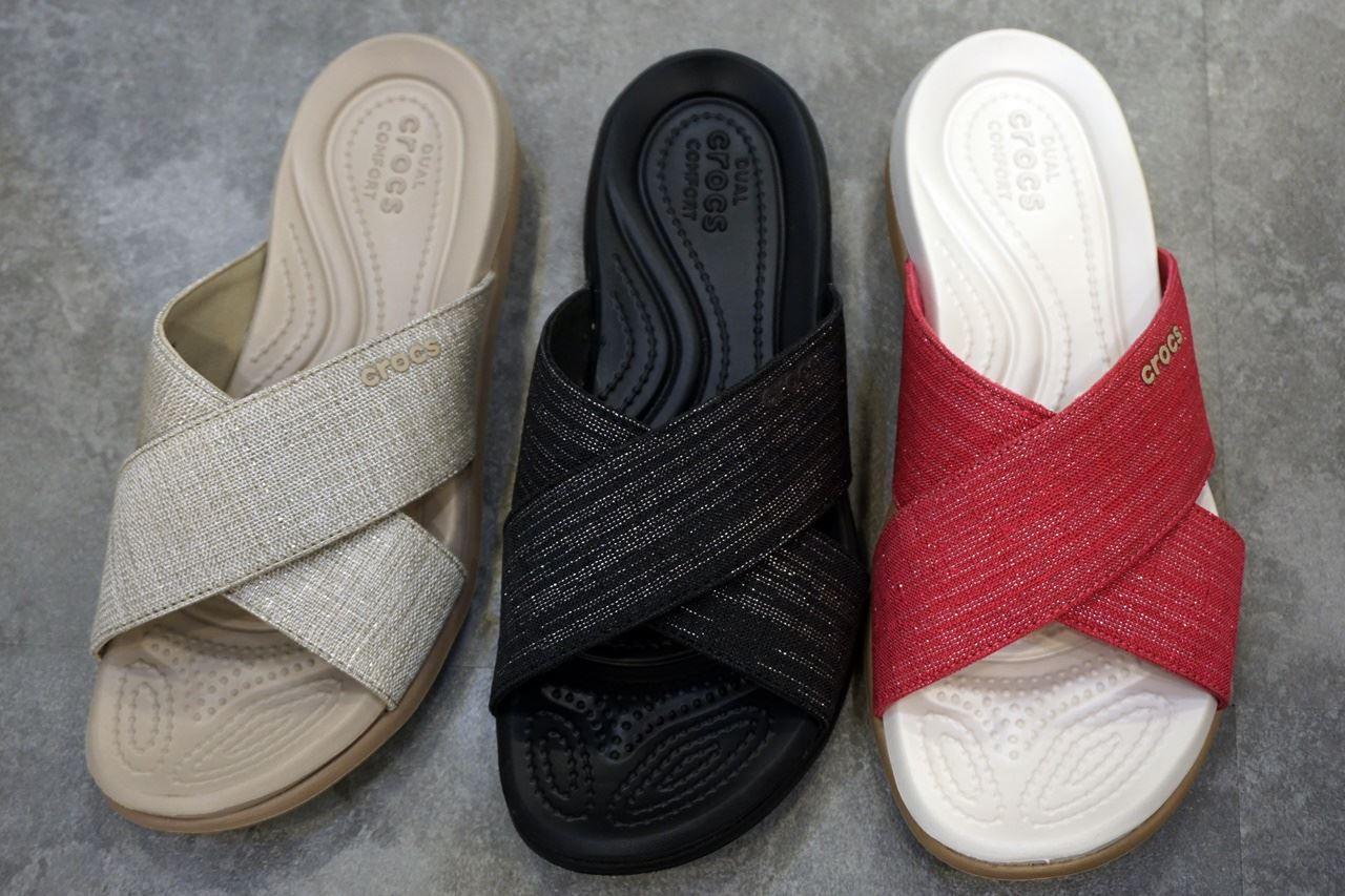 【Crocs(クロックス)】 Women's Capri Shimmer Cross-Band Sandals カプリ 5.0 シマー エックス バンド サンダル ウィメン