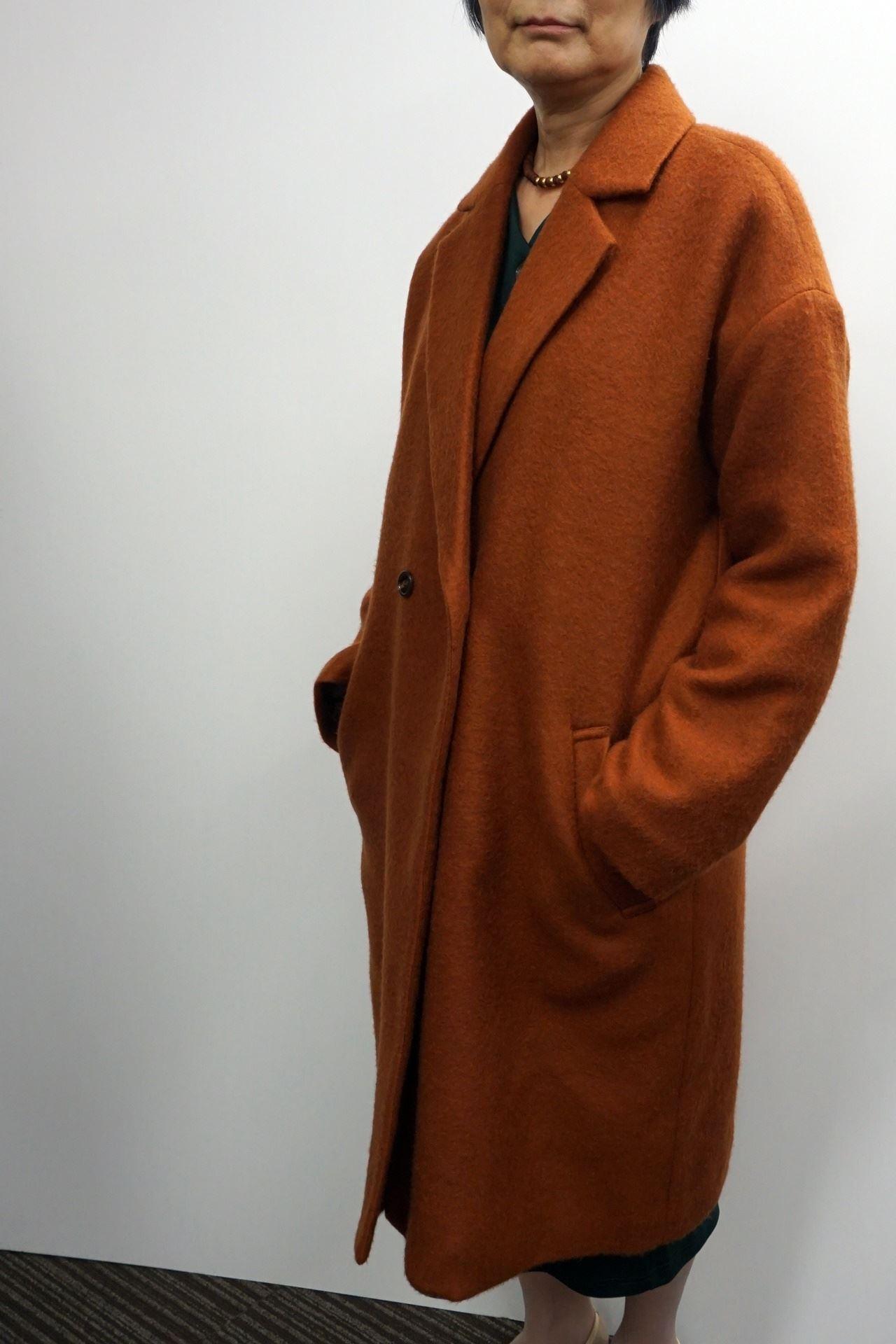 《IEDIT》中わたキルティング裏地付きのふんわり軽いチェスターコート〈ベイクドメープル〉