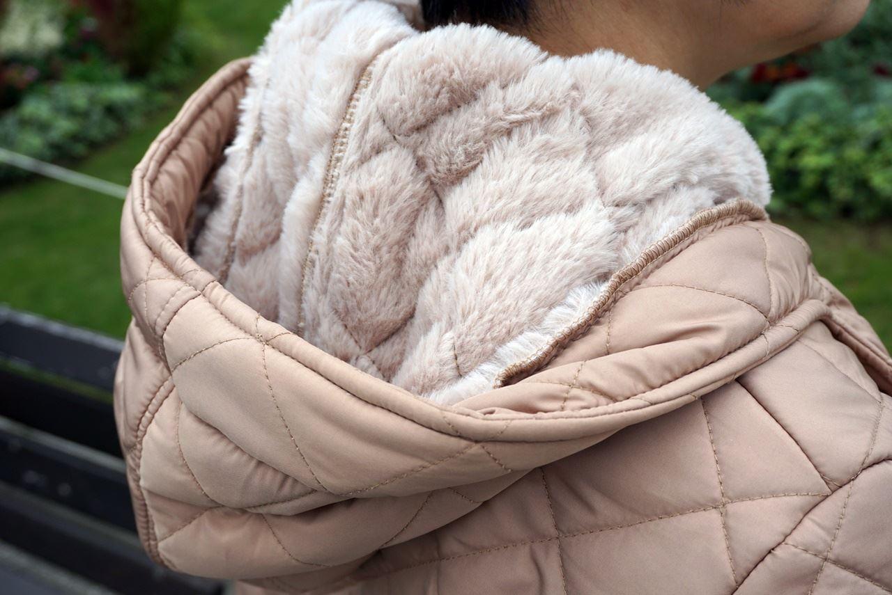 【OMNES】裏ファー高密度ナイロンキルティングコートのフードの裏側