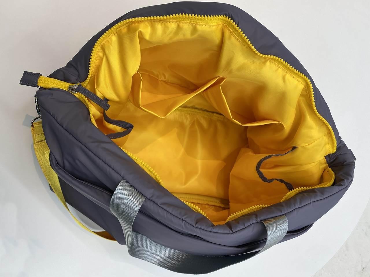 ことりっぷとコラボ 軽量大きめトートバッグの内ポケット