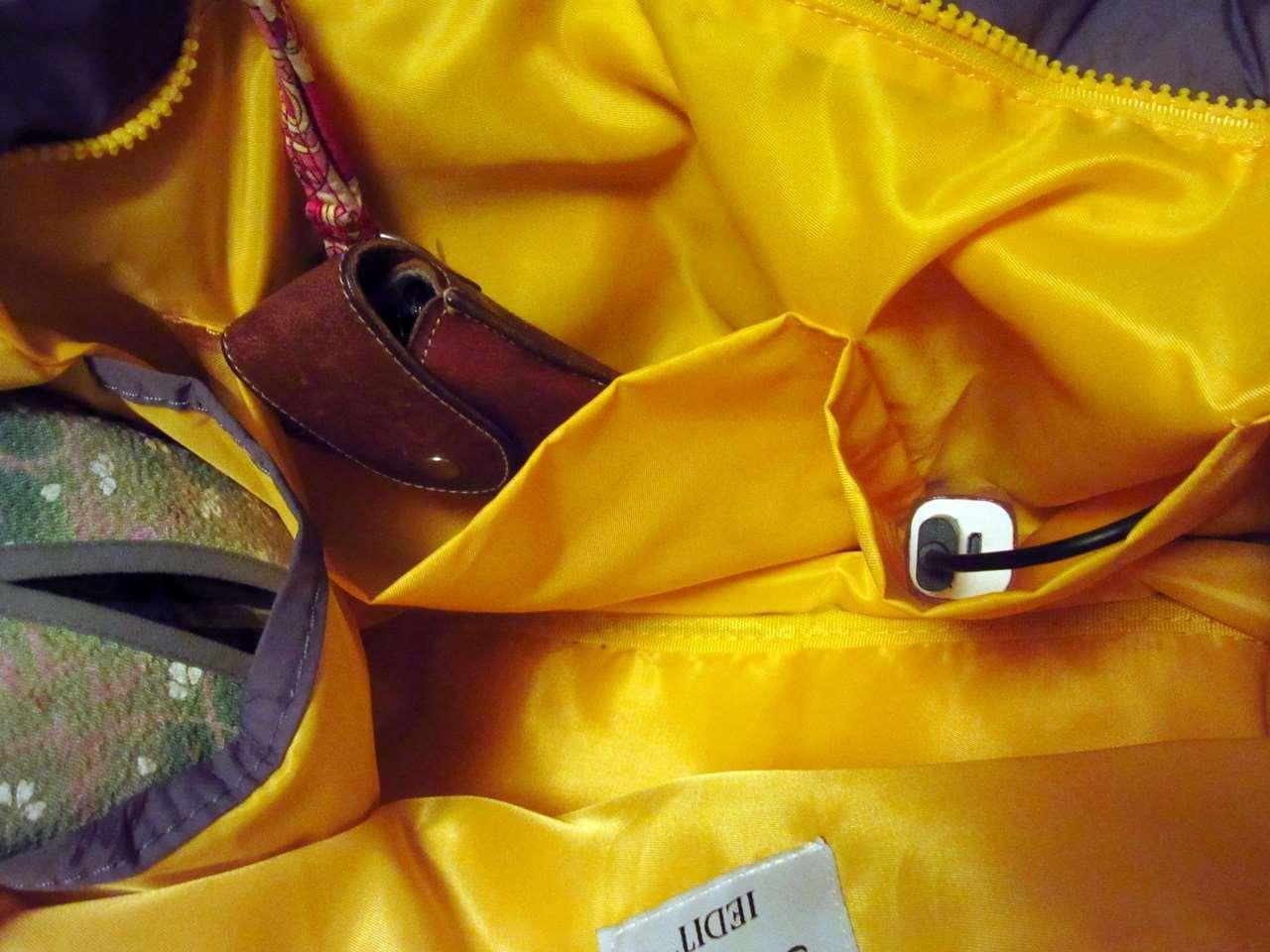 <ことりっぷとコラボ>軽量大きめトートの内ポケット