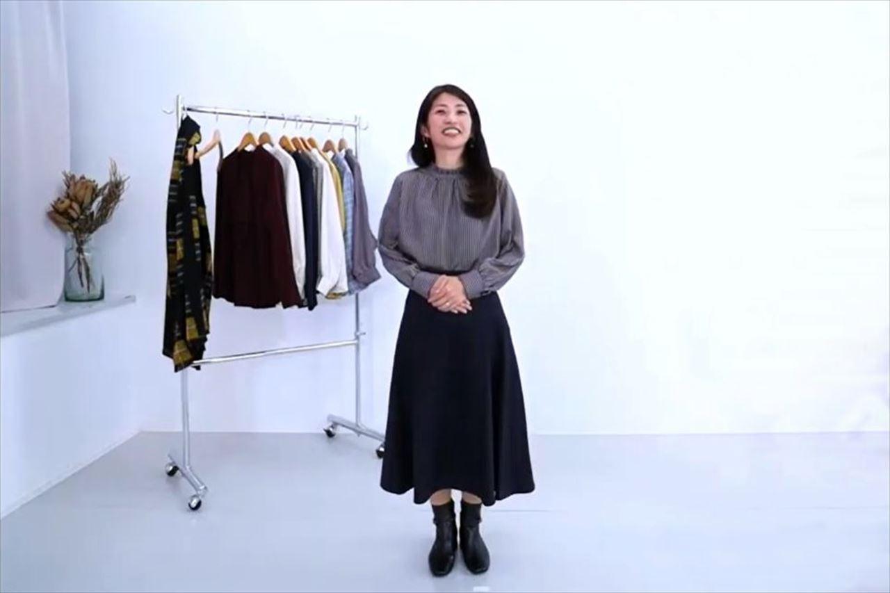 「重ね着にも便利な前後2WAYブラウス」と「【Bsta】フレアスカート」のフェミニンなコーデ