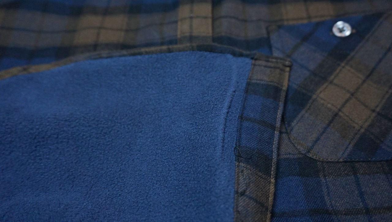 【ベルーナ】あったか裏フリースシャツの裏のフリースのクローズアップ