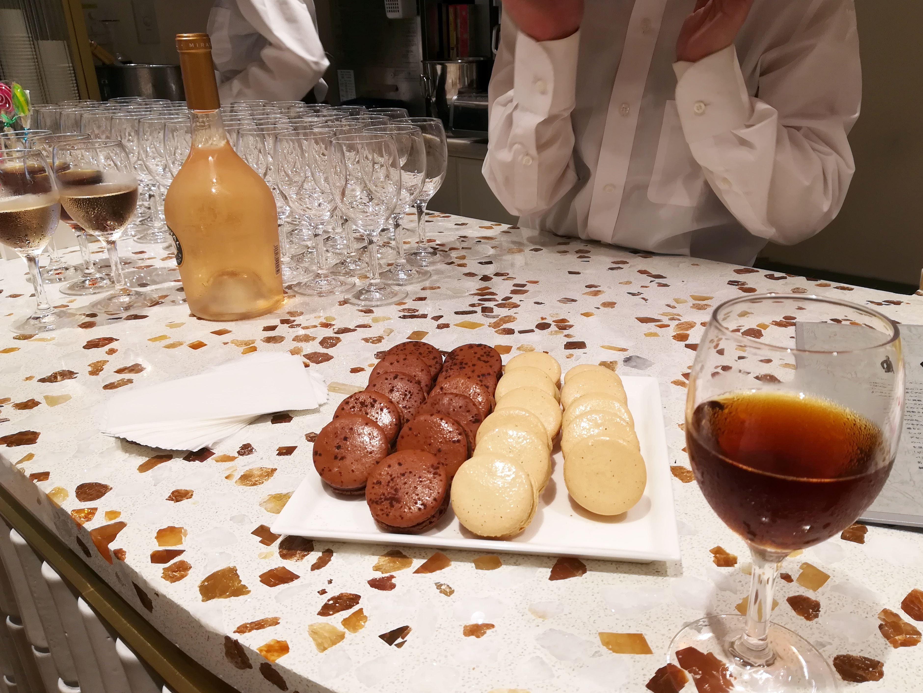 ロクシタン渋谷店 ブーケ・ド・プロヴァンス プレオープンパーティの飲み物とマカロン